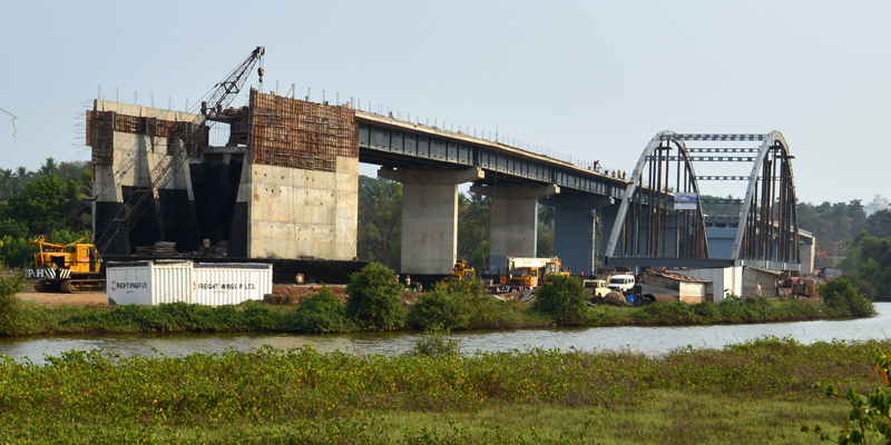 Construction pont Gaundalim à Goa 800 400
